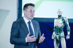Umělá inteligence porazí člověka do roku 2030, tvrdí Elon Musk
