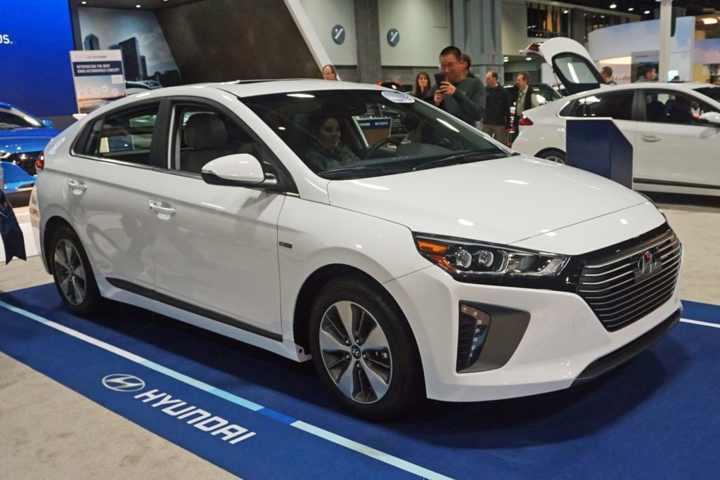 Hyundai Ioniq Plug-In Hybrid z boku