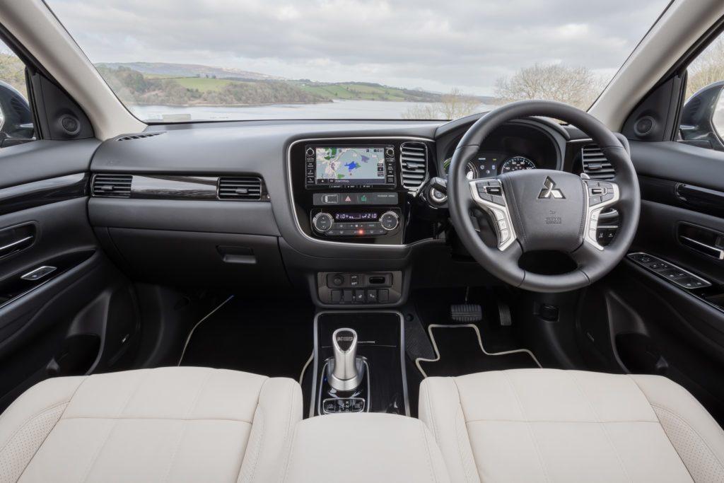 Mitsubishi Outlander PHEV interiér