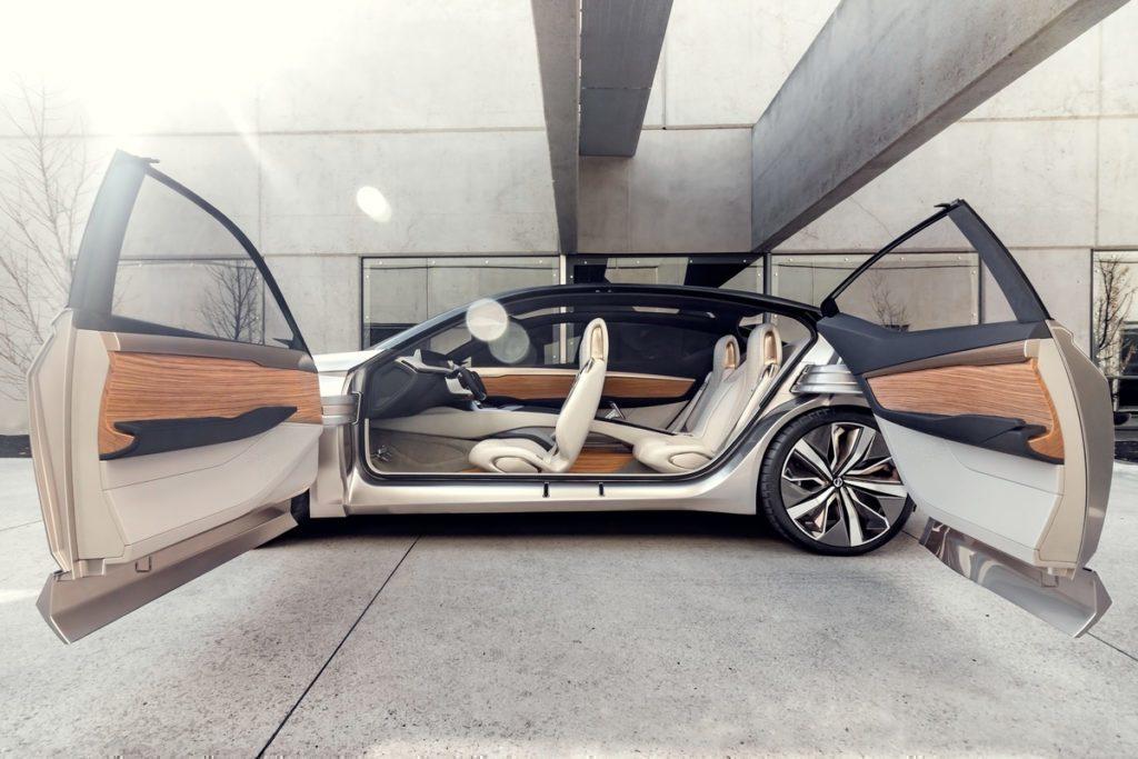 Nissan Vmotion 2.0 dveře, typ suicide