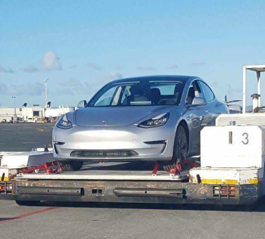 Tesla Model 3 na letišti v Aucklandu 1
