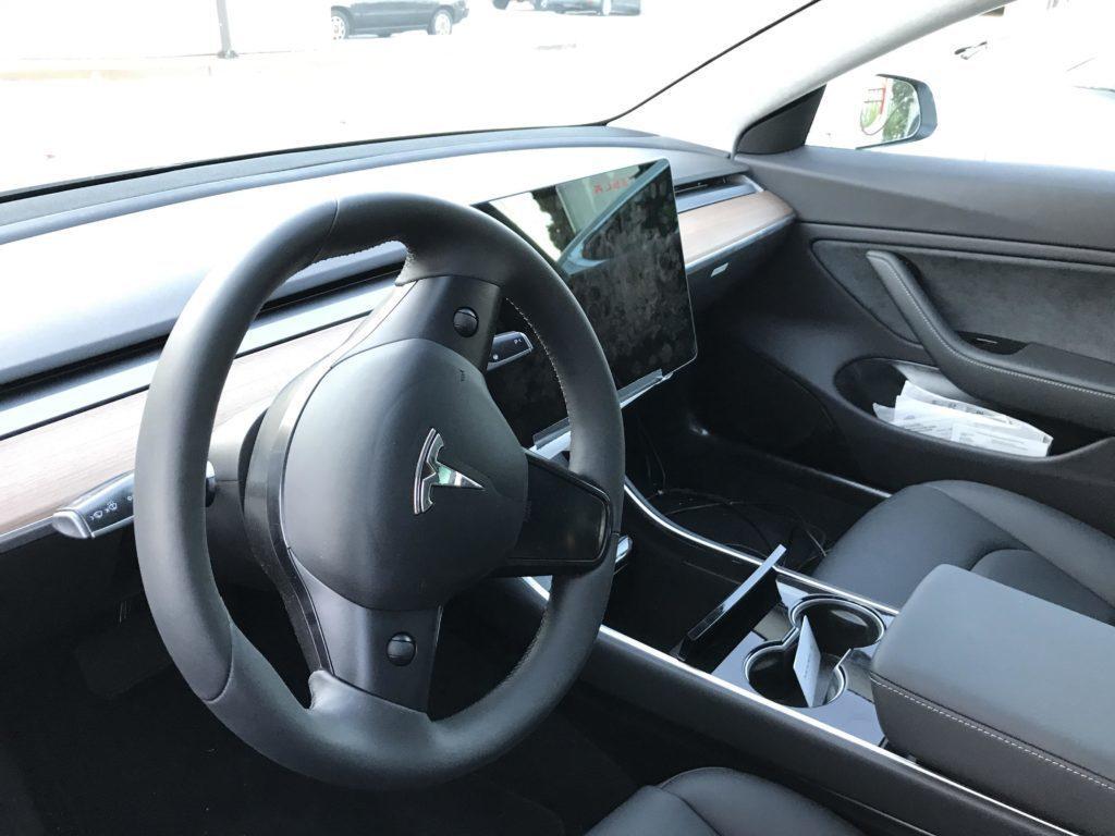 Tesla Model 3 finální interiér