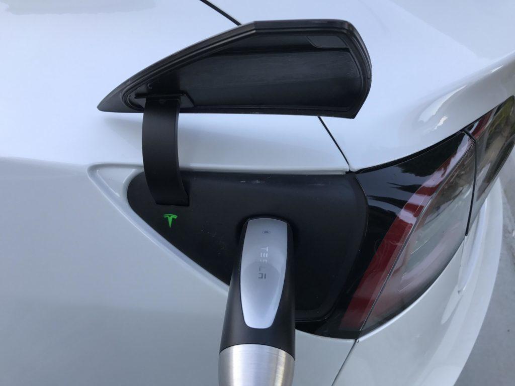 Tesla Model 3 nabíjecí port