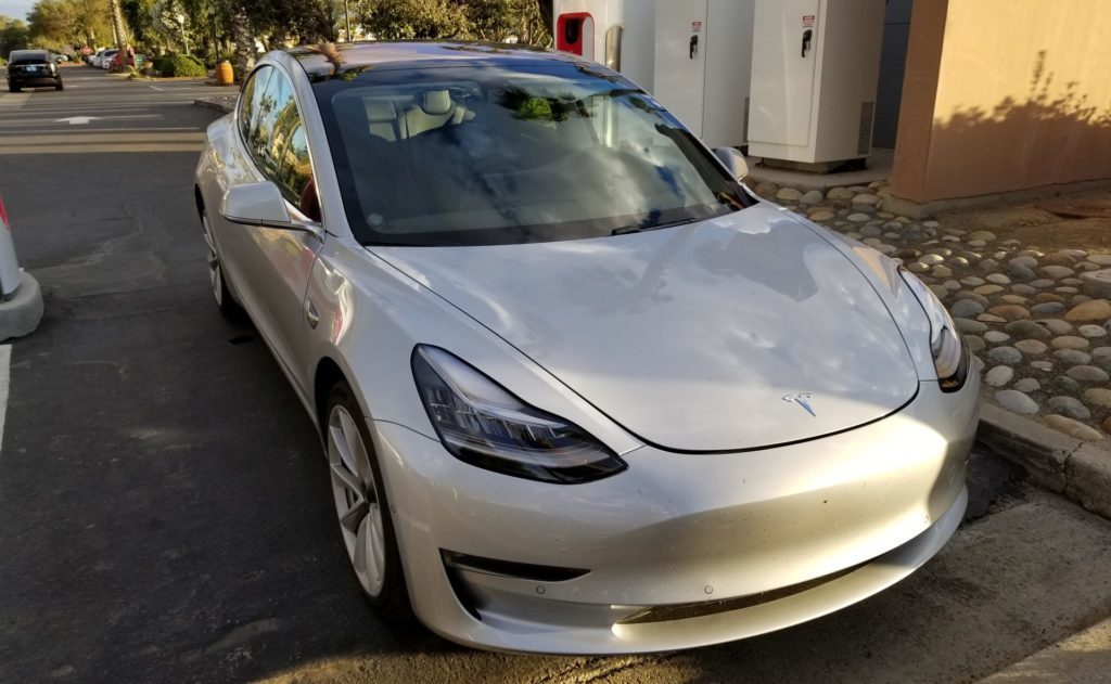Tesla Model 3 přední maska