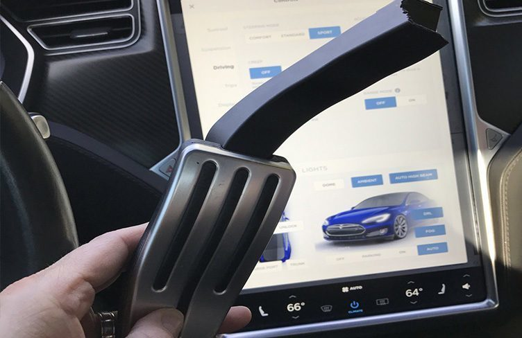 Tesla dojíždí na rychlou výrobu, majiteli upadl pedál