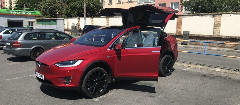 Tesla Model X soukromníka u Alzy