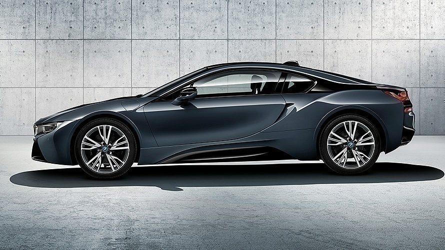 BMW i8 s aerodynamickou ploutví