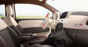 Fiat 500e interiér z boku