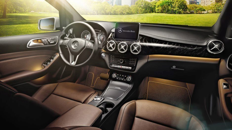Mercedes-Benz B250e interiér