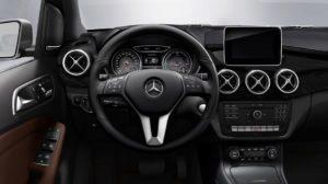 Mercedes-Benz B250e pohled řidiče