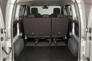 Nissan e-NV200 druhá řada sedadel a nákladový prostor