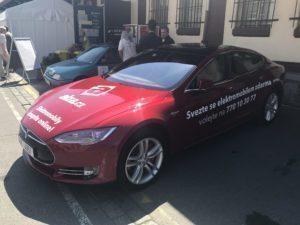 Testovací Model S v Alza showroomu