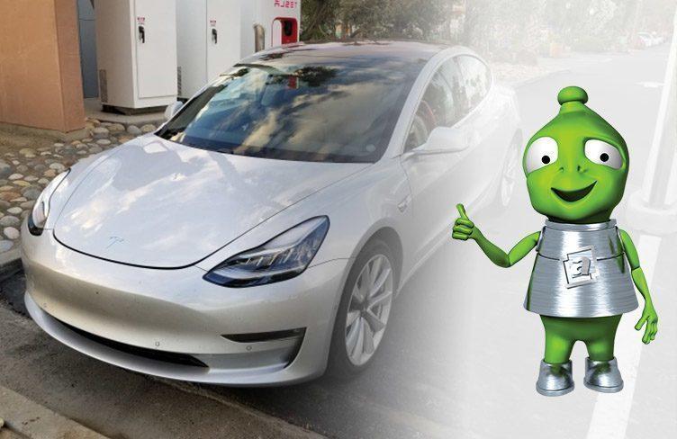 Tesla Model 3 v Alze bude brzy horkým zbožím pro elektromobilisty
