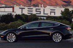 Zítřejší předání Tesla Model 3 bude slavností roku