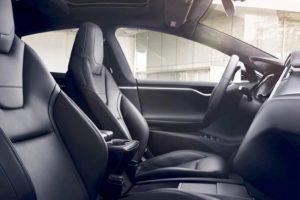 Přední řada sedaček Modelu S