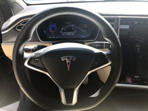 Tesla Model X středový panel 3