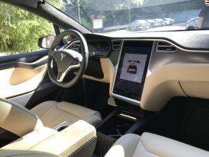 Tesla Model X středový panel